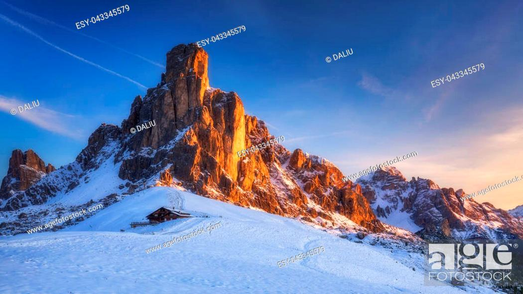 Imagen: Winter in the Dolomites, Northern Italy.