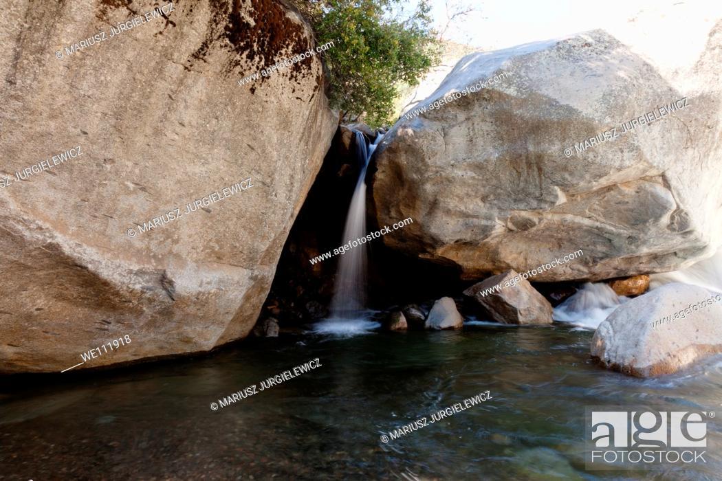 Imagen: Waterfall near Buckeye Flat in Sequoia National Park.