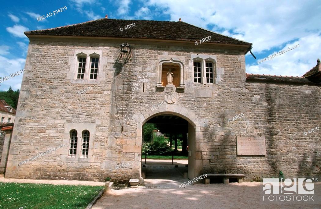 Imagen: Entrance, Cistercian Abbey Fontenay, Burgundy, France.
