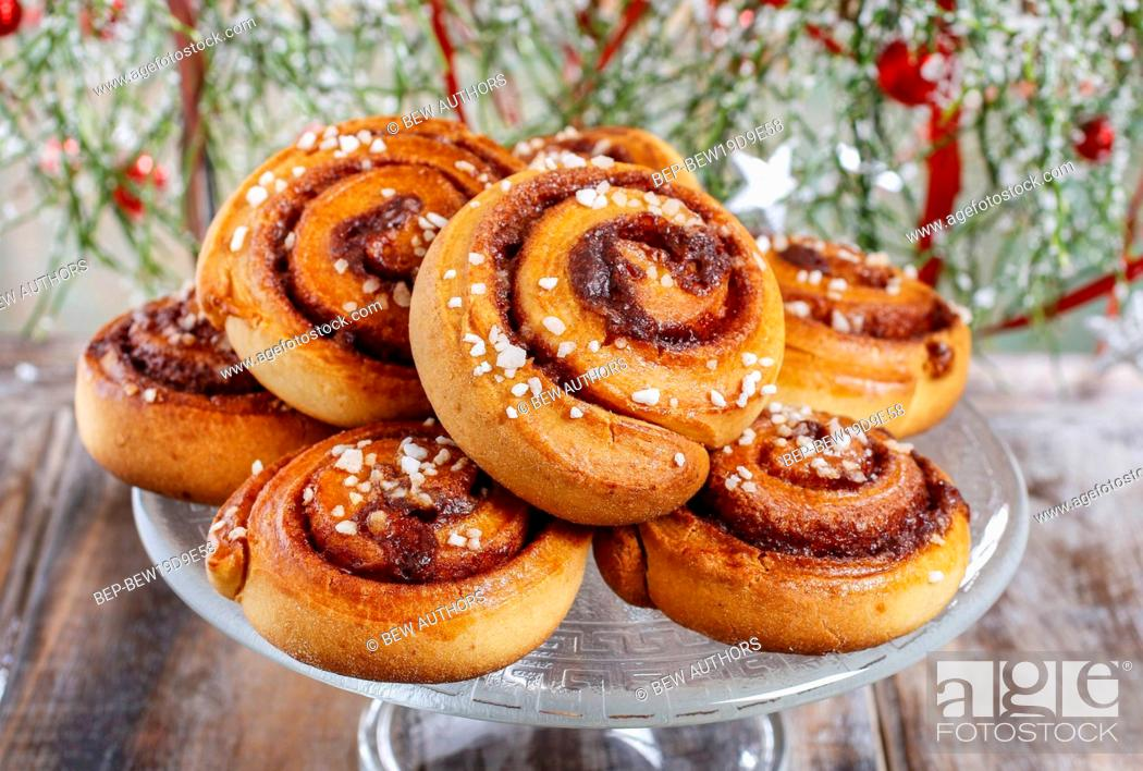 Imagen: Kanelbulle - swedish cinnamon rolls. Festive dessert.
