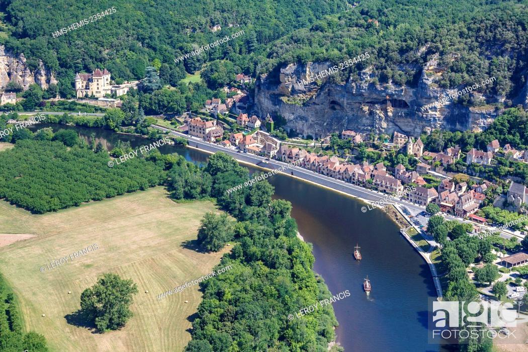 Stock Photo: France, Dordogne, La Roque Gageac, labelled Les Plus Beaux Villages de France (The Most Beautiful Villages of France), the village between the cliff and the.