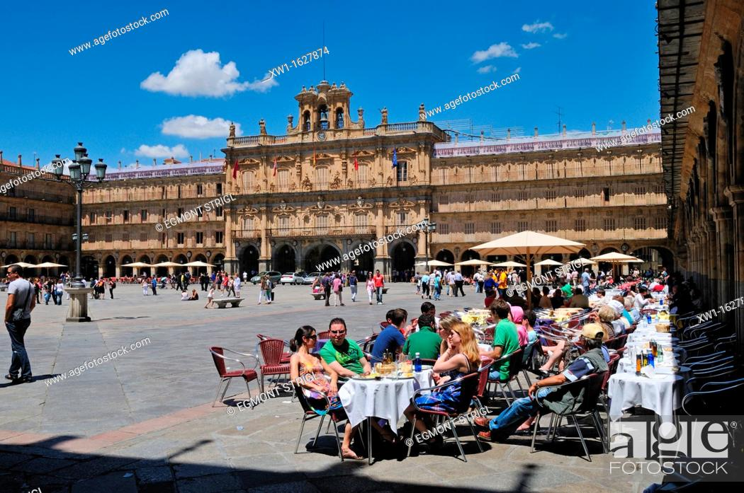 Imagen: Europe, Spain, Castile and Leon, Castilia y Leon, Salamanca, streetcafe at the Plaza Mayor, city square, Unesco World Heritage Site,.