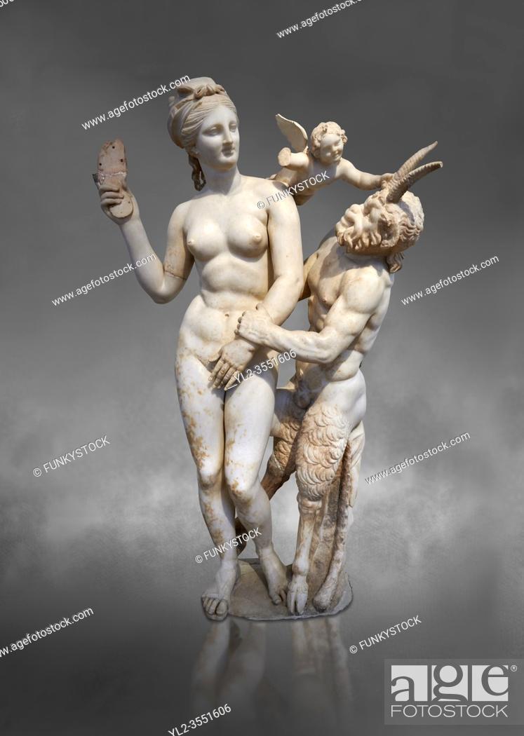 Imagen: Hellenstic marble statue group of Aphrodite (Venus) with Pan and Eros, Circa 100 BC, House of Poseidonaistai of Beryttos, Delos.