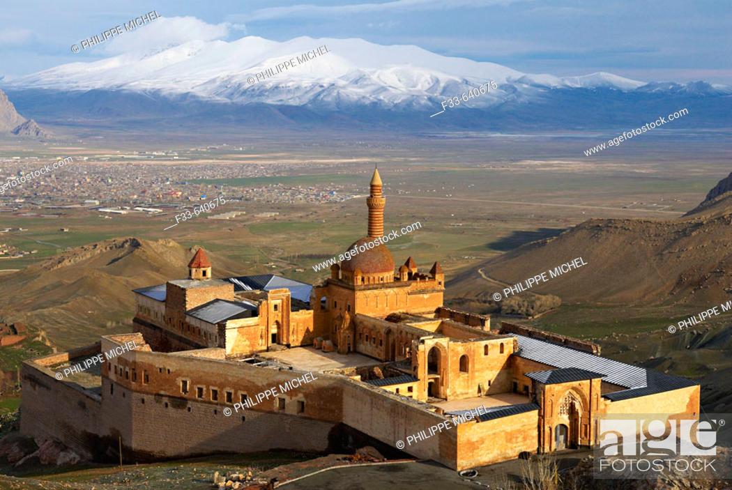 Stock Photo: Turkey. East Anatolia Province. Dogubayazit. Ishak Pacha palace (Ishak Pasa).