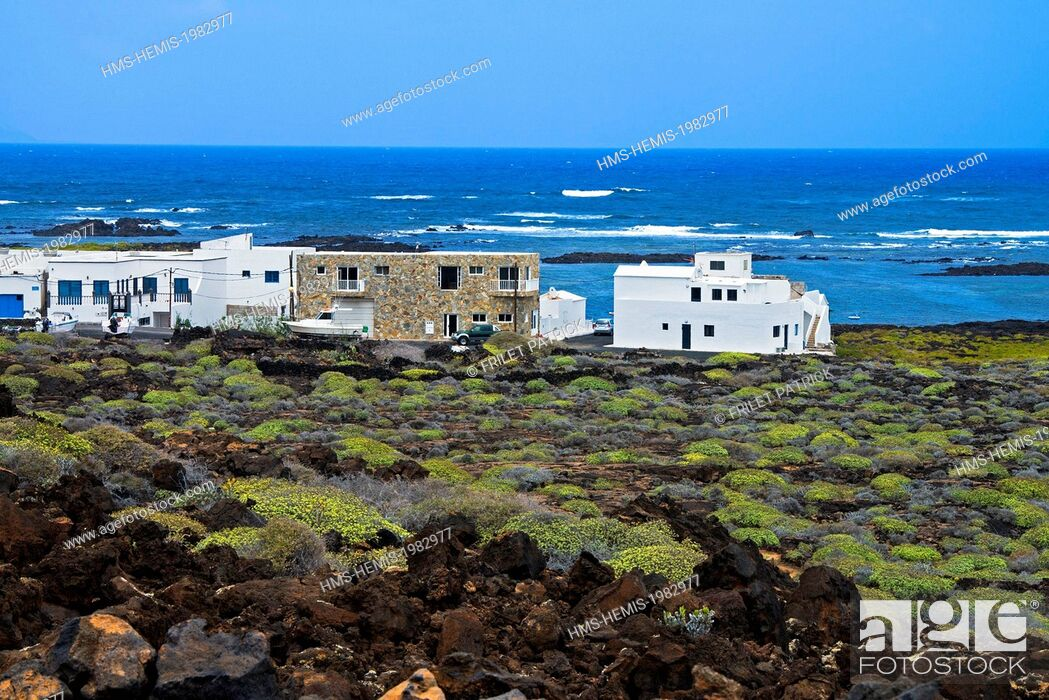 Stock Photo: Spain, Canaries Islands, Lanzarote island, village and harbour of Orzola.