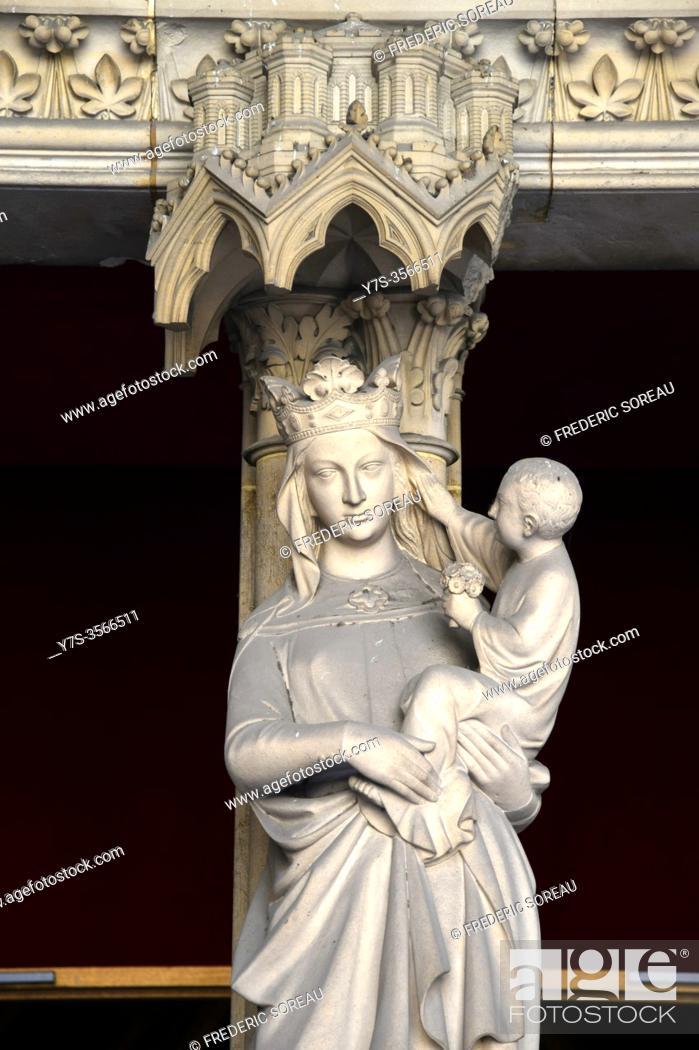 Stock Photo: Virgin and Child in the Sainte Chapelle, Paris, France.