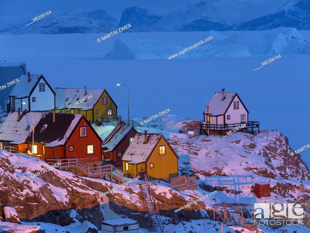 Stock Photo: Arctic night over Uummannaq during winter in northern Westgreenland beyond the arctic circle. North America, Greenland, Danish territory.