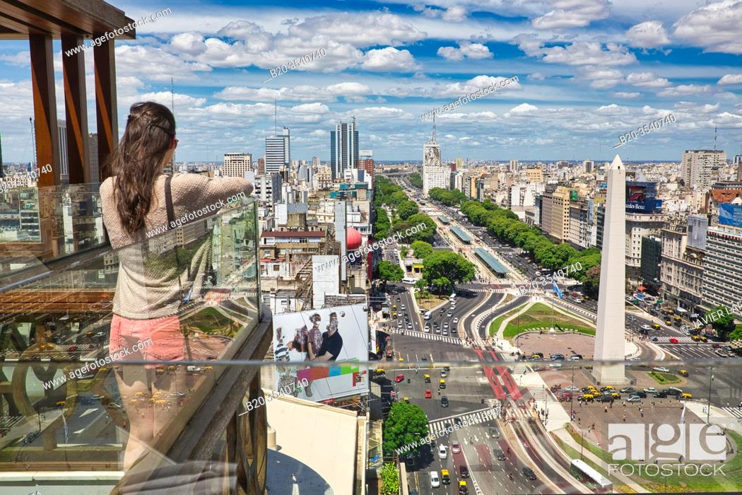 Imagen: Obelisco. Avenida 9 de Julio. Buenos Aires. Argentina. View from balcony, young tourist.