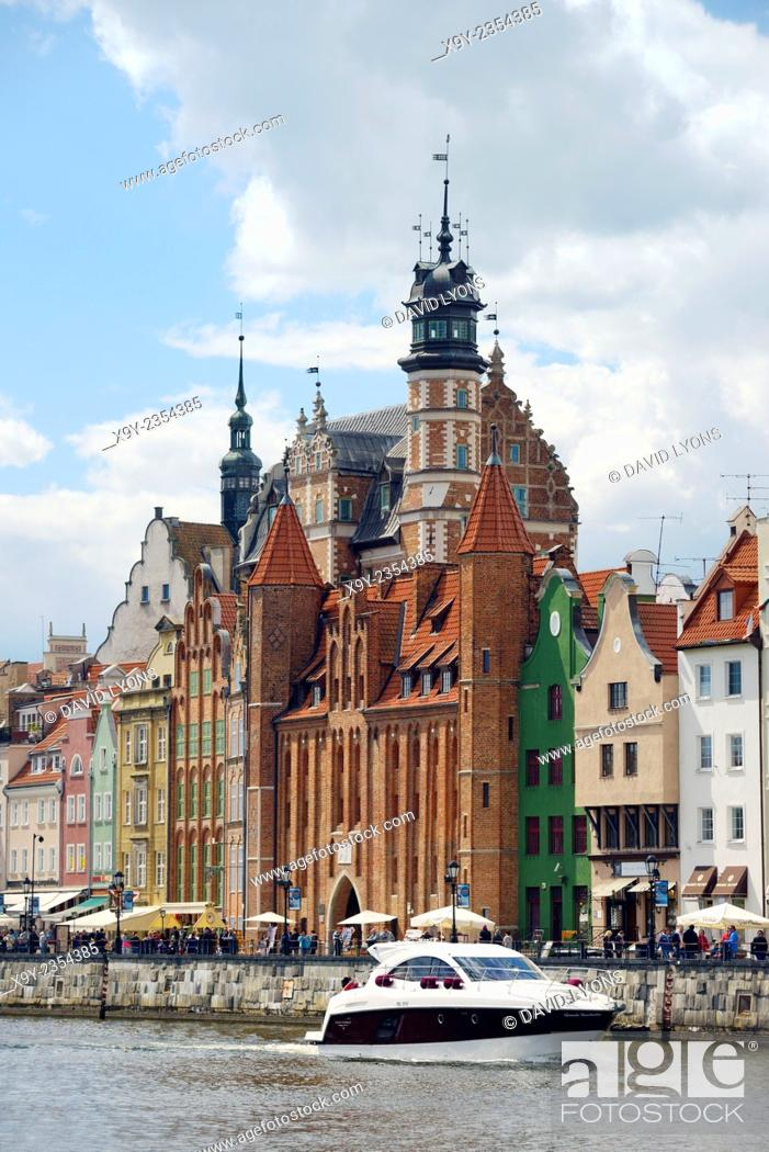 Stock Photo: Gdansk Poland. Across the Motlawa River to the Mariacka Gate and waterfront buildings on the Dlugie Pobrzeze. Old Town.