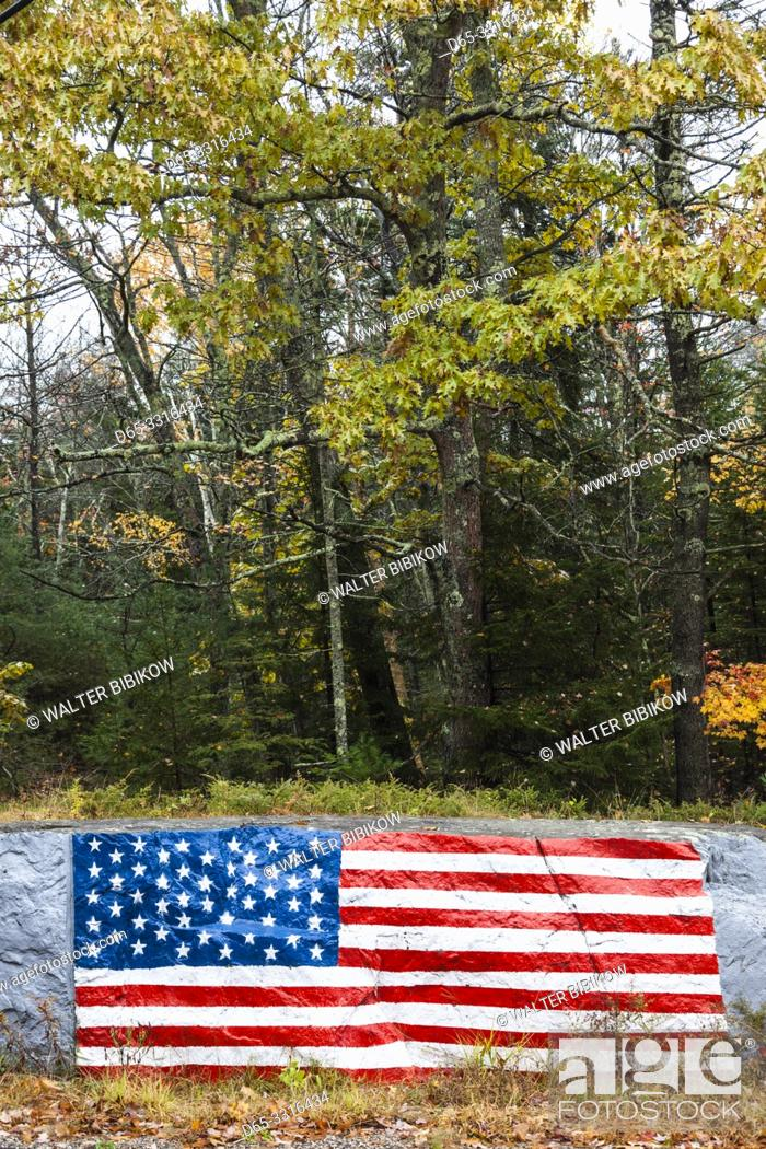Photo de stock: USA, Maine, Five Islands, US flag painted on rock.