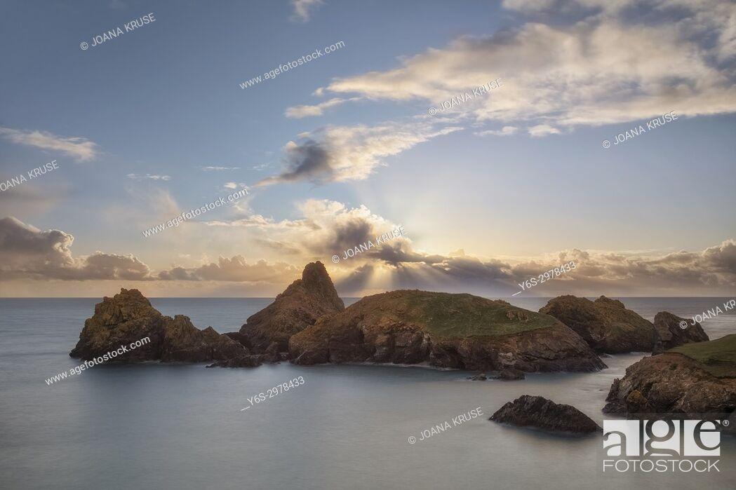 Stock Photo: Kynance Cove, Lizard Peninsula, Cornwall, England, UK.