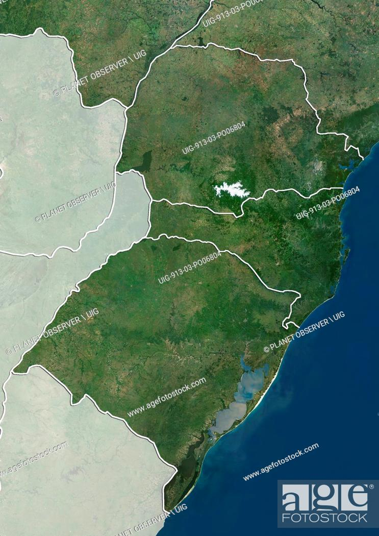 Imagen: Satellite view of the South Region of Brazil (with administrative boundaries and mask). It is composed of the states of Parana.