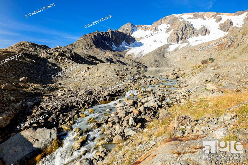 Stock Photo: France, Isere, Parc National des Ecrins (Ecrins national park), Grandes Rousses massif in Oisans region, lake Quirlies and Quirlies glacier in the background.