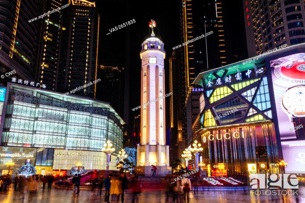 Imagen: Chongqing, China - The night view of Jiefangbei walking street during the Spring Festival.