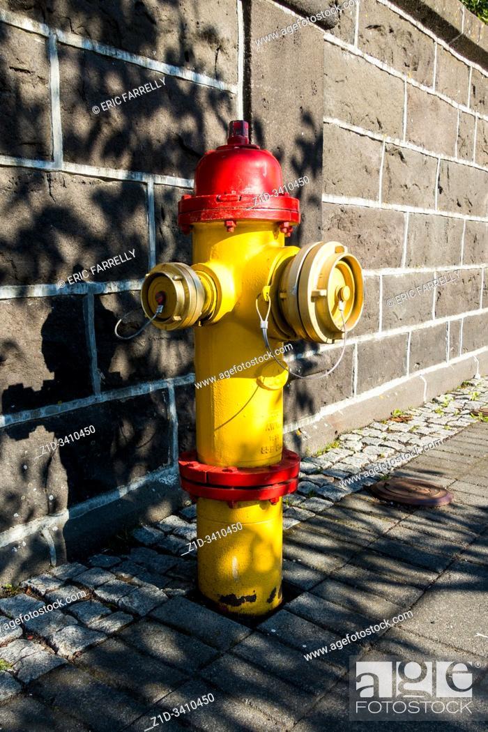 Imagen: fire hydrant iceland, Reykjavik.