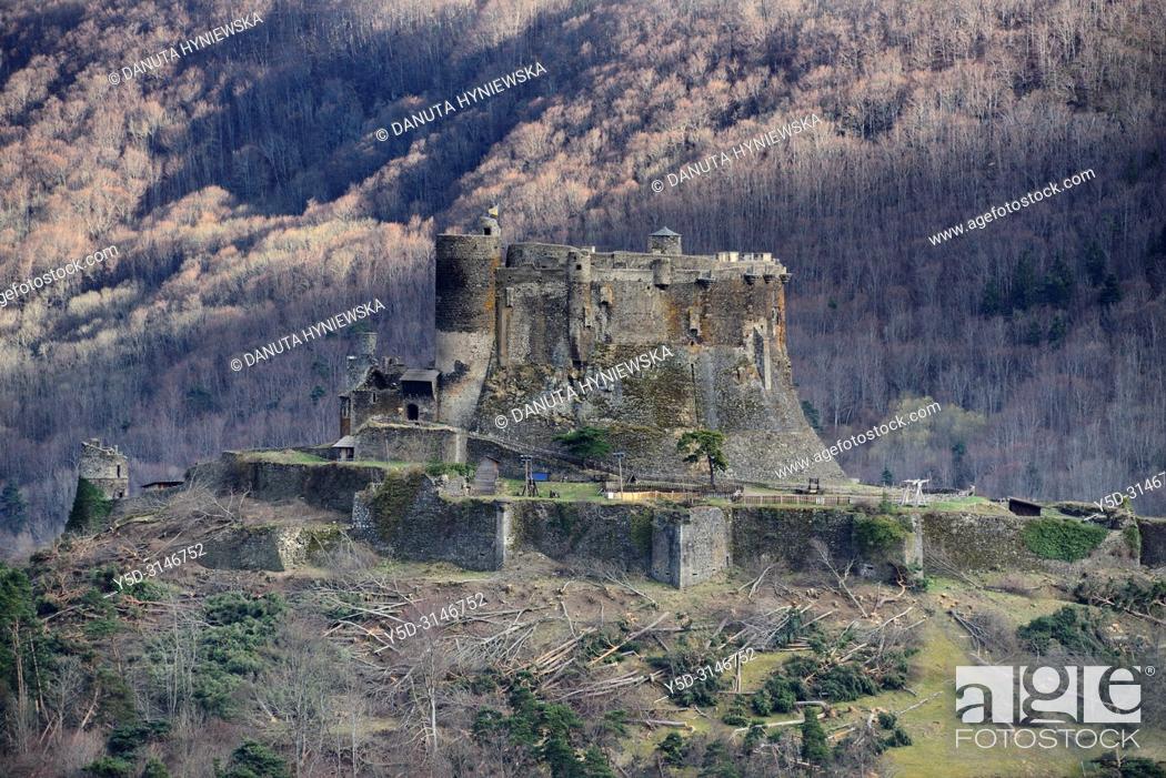 Stock Photo: Château de Murol, Route Historique des Châteaux d'Auvergne, Parc Naturel Regional des Volcans d'Auvergne - Auvergne Volcanoes Natural Regional Park, Murol.