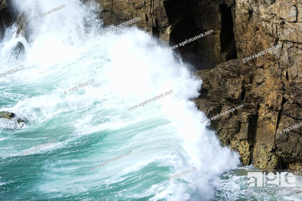 Stock Photo: Waves crashing against cliff side, close-up.