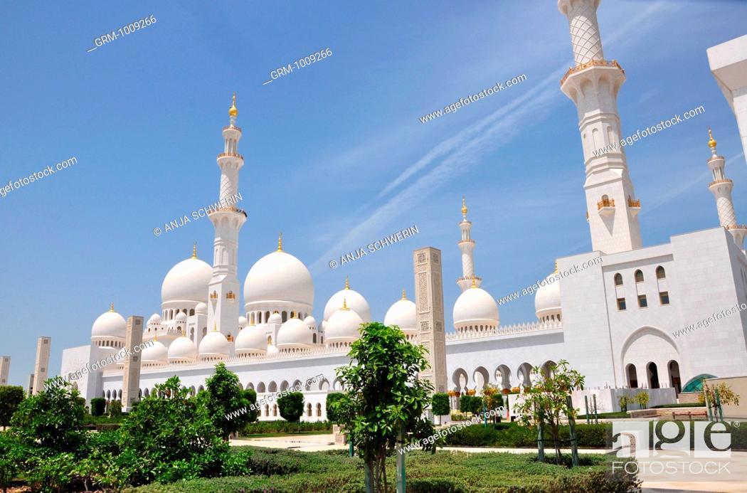 Stock Photo: Grand Mosque of Abu Dhabi, United Arab Emirates.