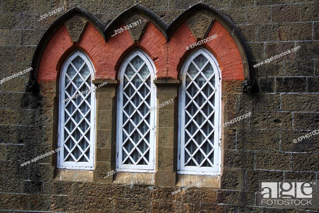 Imagen: The Town Hall Museum, close-up of arched windows, Kolhapur, Maharashtra.