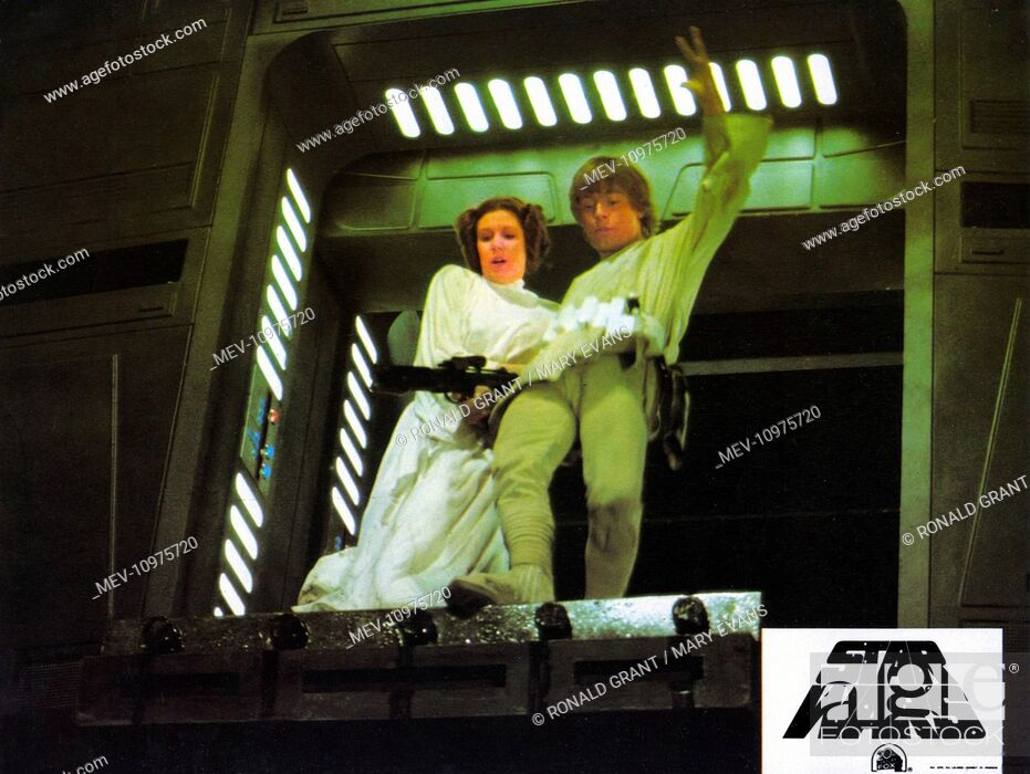 Stock Photo: STAR WARS: EPISODE IV - A NEW HOPE [US 1977] CARRIE FISHER as Princess Leia, MARK HAMILL as Luke Skywalker.