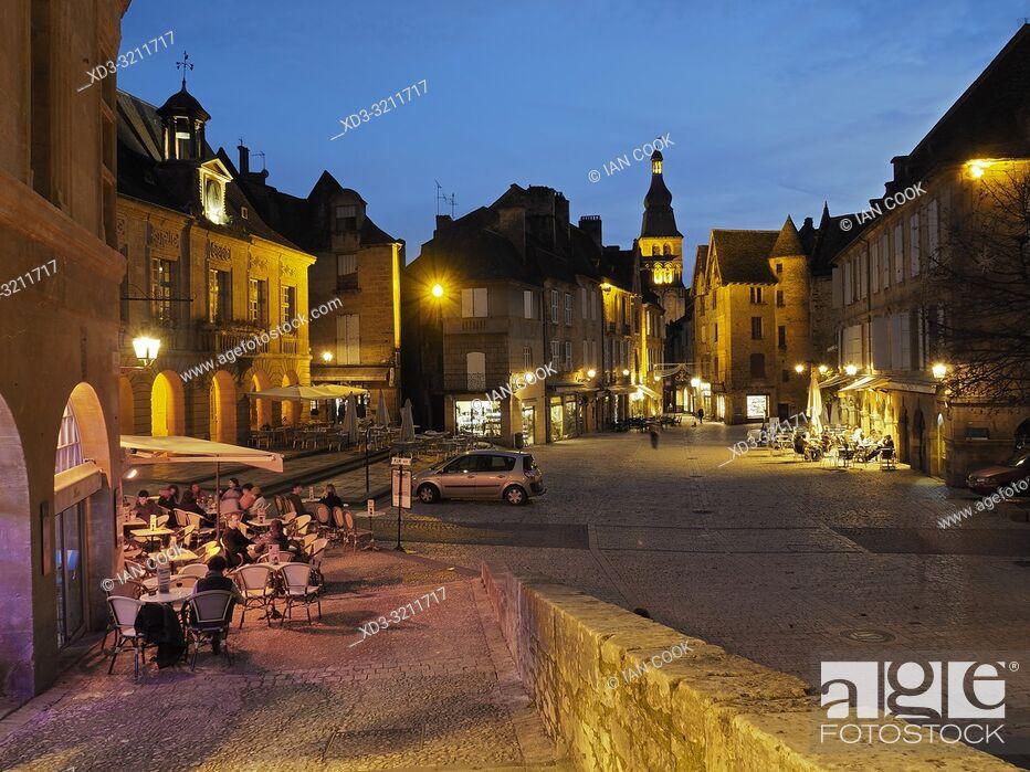 Stock Photo: Place de la Liberte at night, Sarlat-la-Caneda, Dordogne Department, Nouvelle-Aquitaine, France.