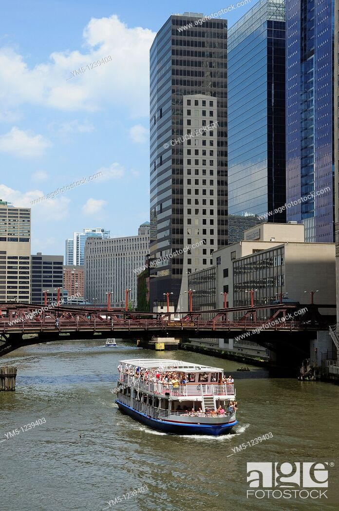 Stock Photo: Chicago River tourboat and bridges.