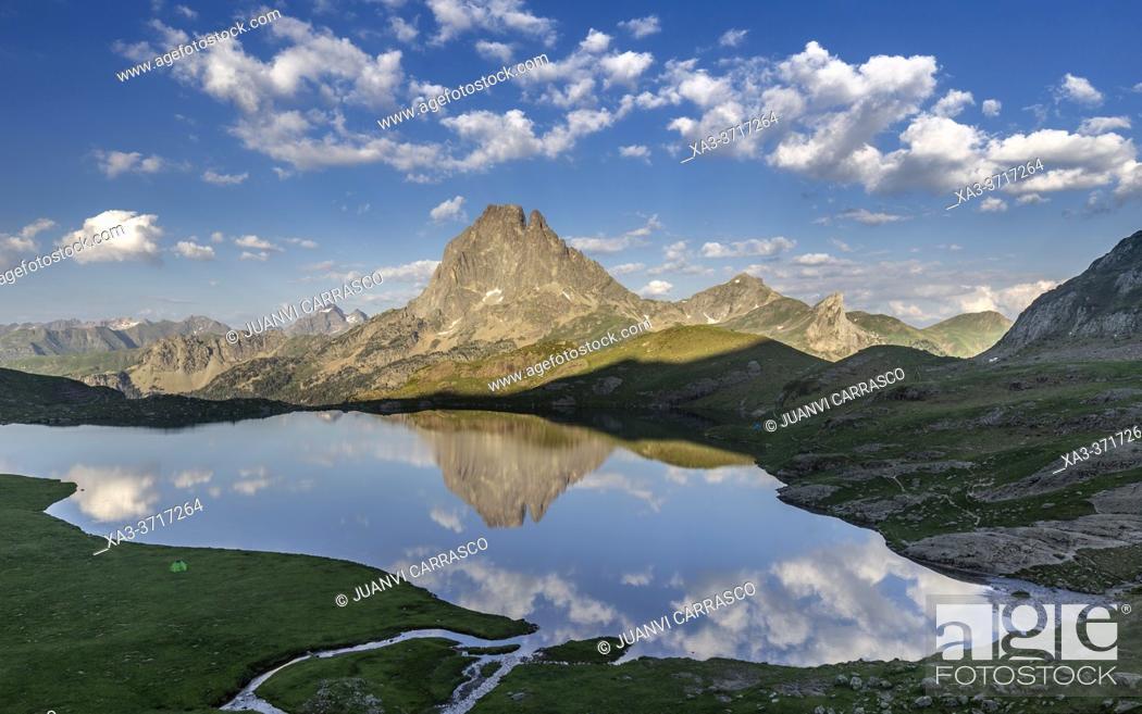 Stock Photo: Midi d'Ossau peak reflecting into Gentau lake, Pyrenees national park, France.