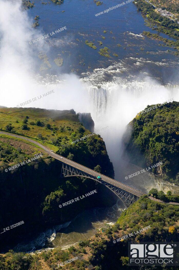 Imagen: Aerial view of Victoria Falls and Batoka Gorge. Zimbabwe.