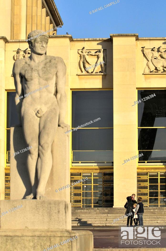 Stock Photo: Gardens of the Trocadero: Chaillot Palace and 'L'Homme' (Man) sculpture by Pierre Traverse, Paris, France.