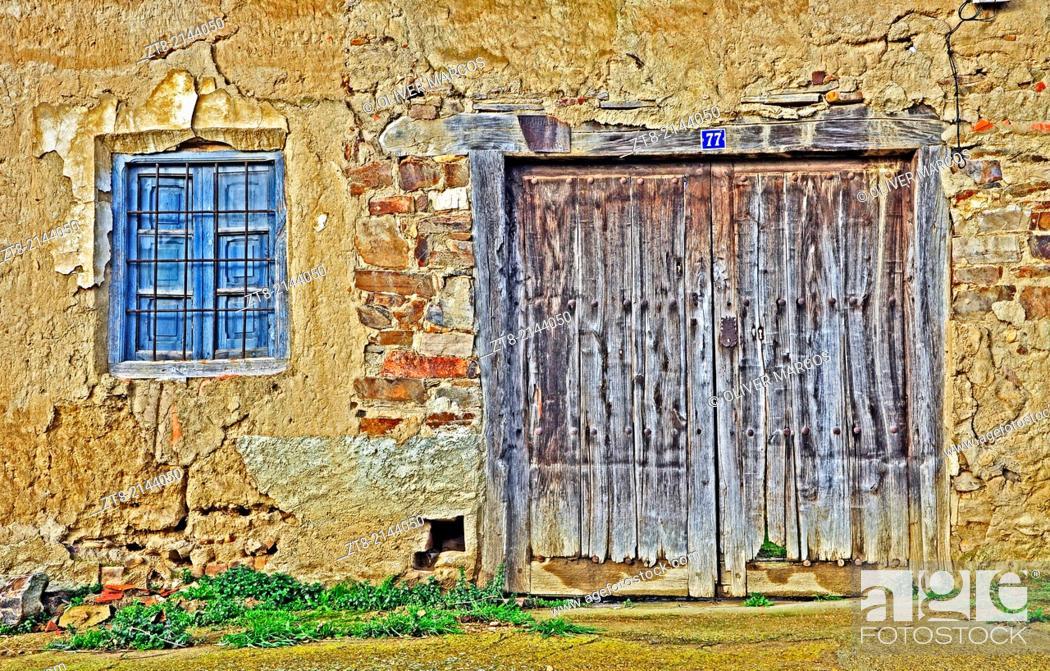 Imagen: Old house in abandoned village, Leon province, Castilla-Leon, Spain.