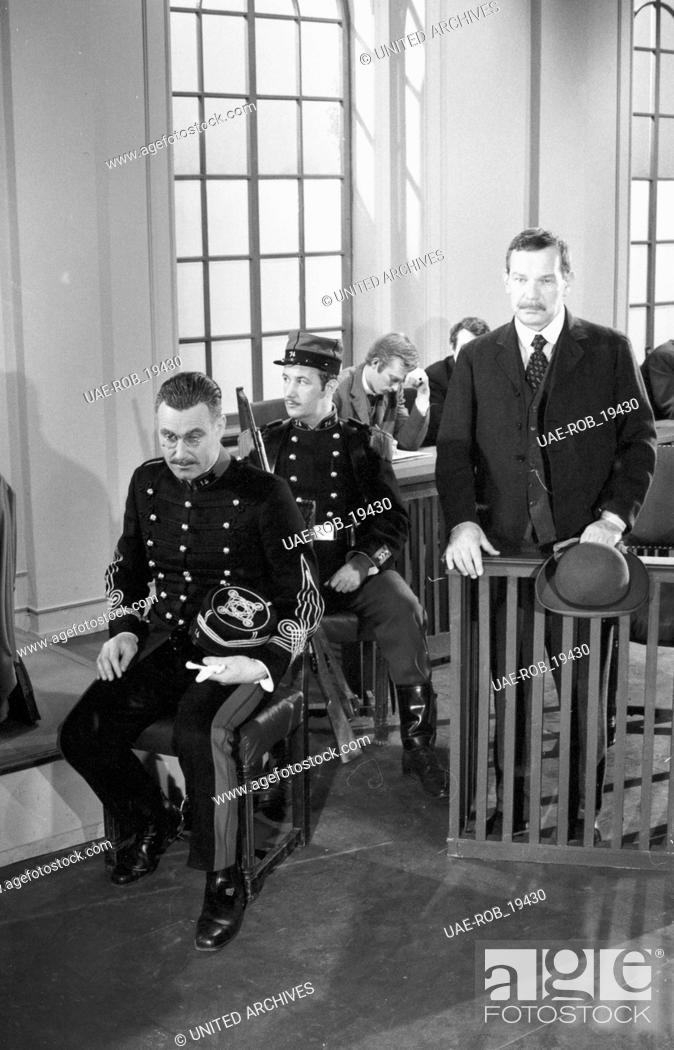 Imagen: Affäre Dreyfus, Fernsehserie, Deutschland 1968, Regie: Franz Josef Wild, Darsteller: Karl Michael Vogler (links).