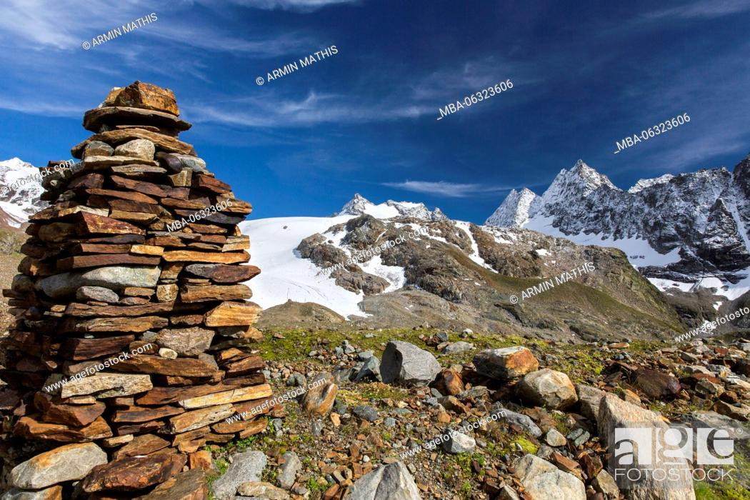 Stock Photo: Postcard day in the high mountains.