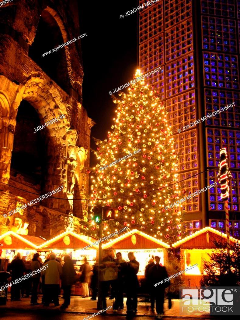Charlotte Christmas Market.Germany Berlin Emperor Wilhelm Gedachtniskirche Towers