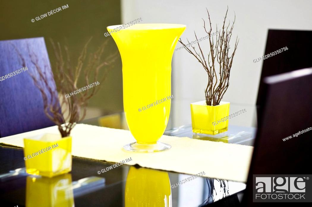 Photo de stock: Decorative urn and showpieces on a table.