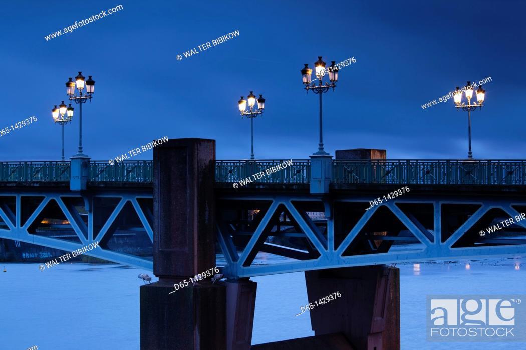 Stock Photo: France, Midi-Pyrenees Region, Haute-Garonne Department, Toulouse, Pont St-Pierre bridge, evening.