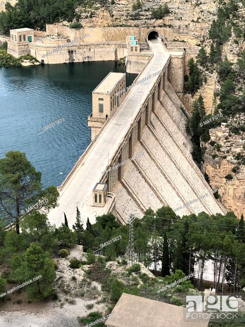 Imagen: Benageber dam, Utiel, Spain, Europe.