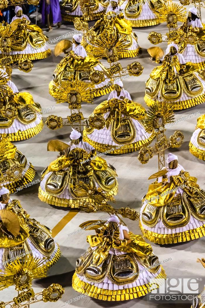 Stock Photo: Carnaval parade of GRES Estacao Primeira de Mangueira samba school in the Sambadrome, Rio de Janeiro, Brazil.