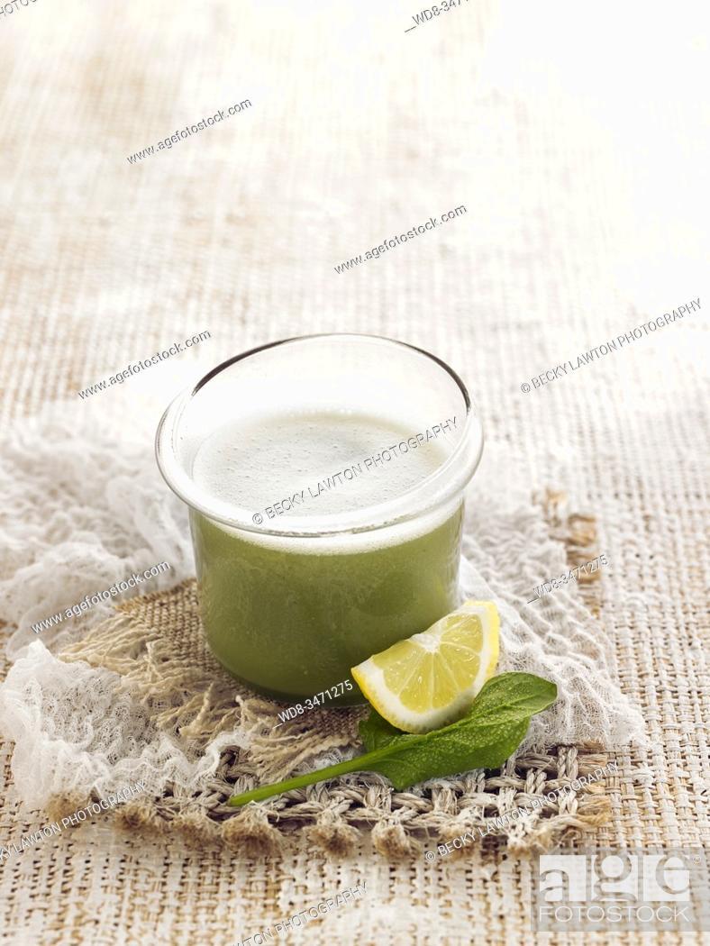 Stock Photo: bebida verde / green drink.