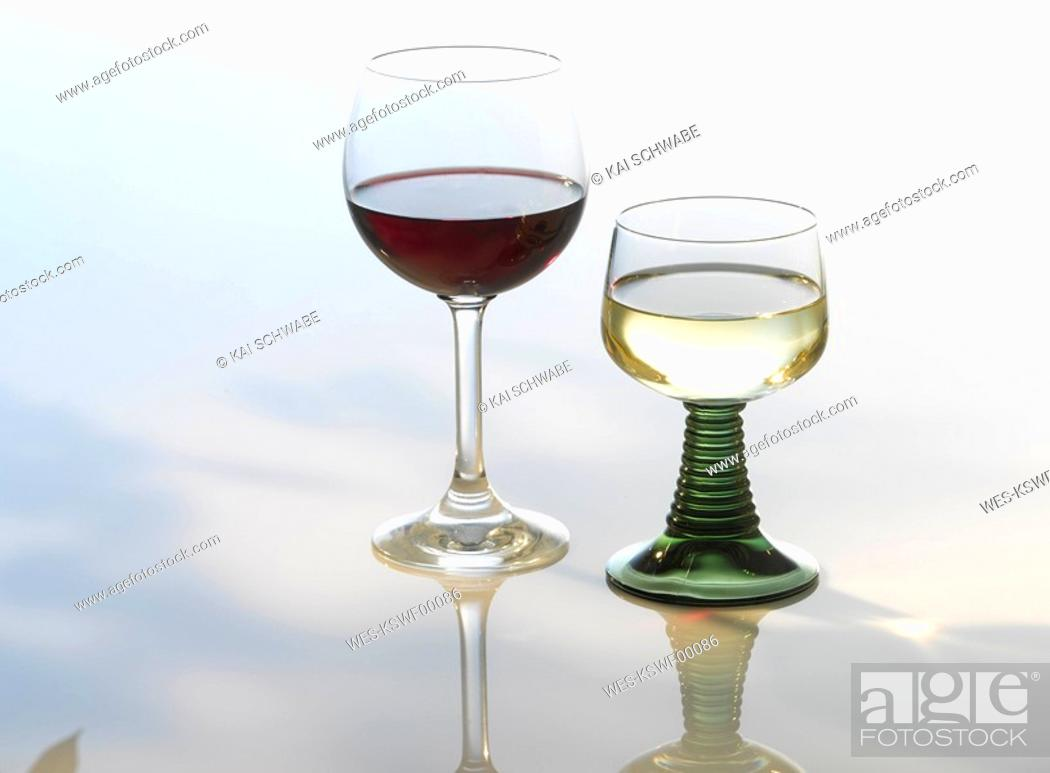 Imagen: Red and white wine.
