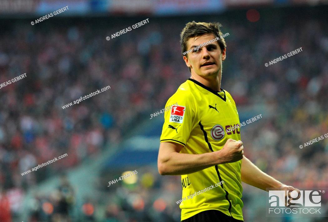 Dortmund's goal scorer Jonas Hofmann celebrates the 0-3