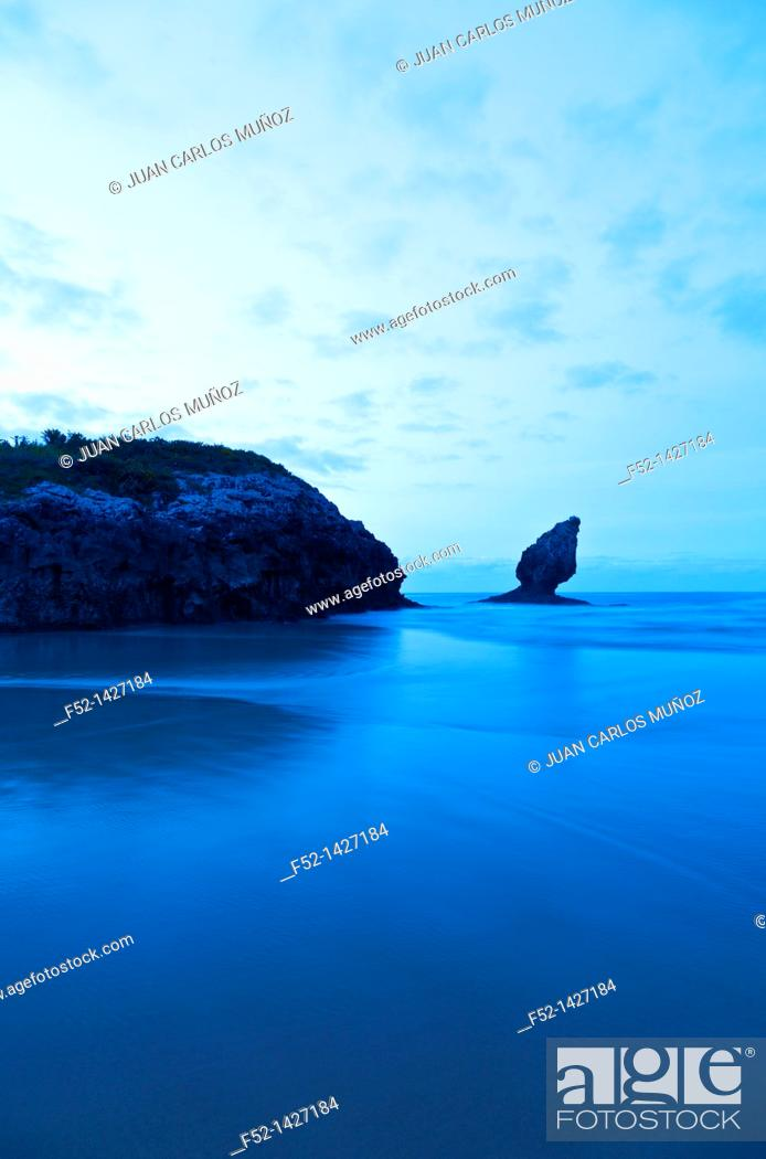 Stock Photo: Buelna beach, Buelna, Cantabria, Bay of Biscay, Spain, Europe.