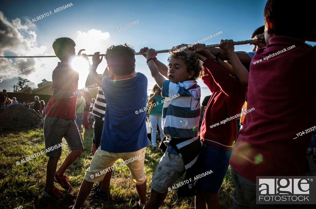 Stock Photo: Children pulling strings to help plant the hoguera.Is the day that all the people working in teams.