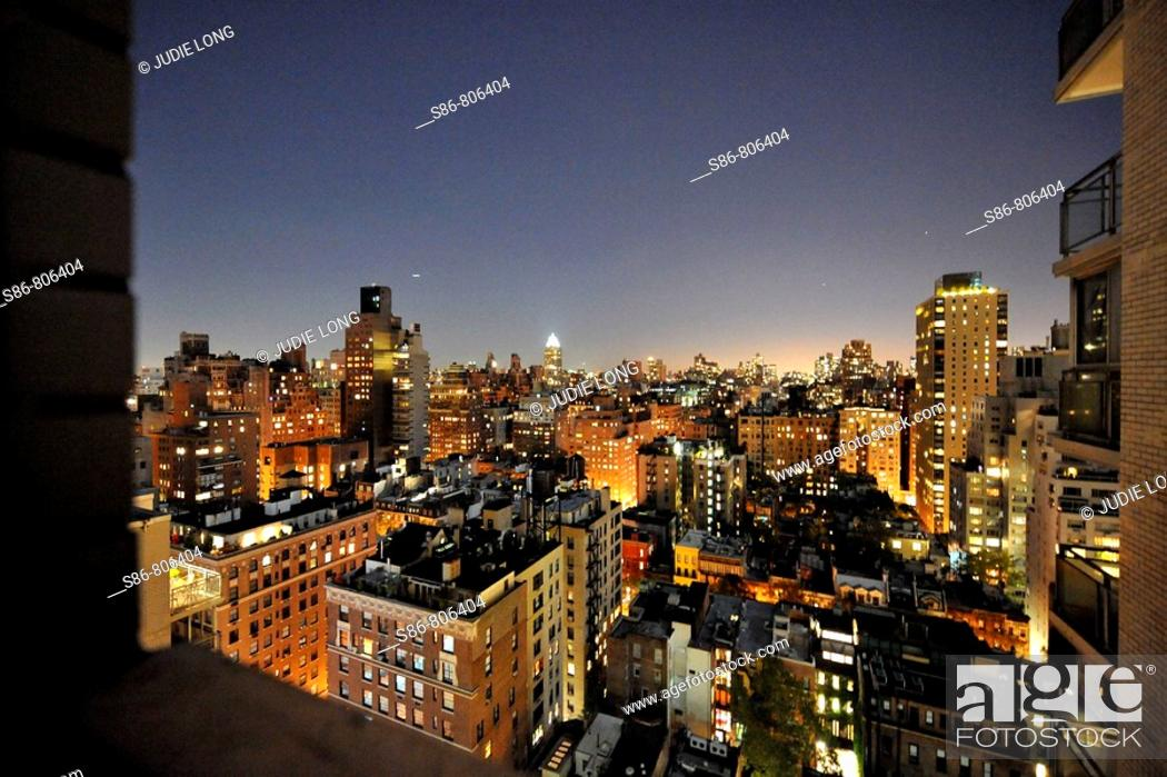 Imagen: Night view from Upper East Side, New York City apartment.
