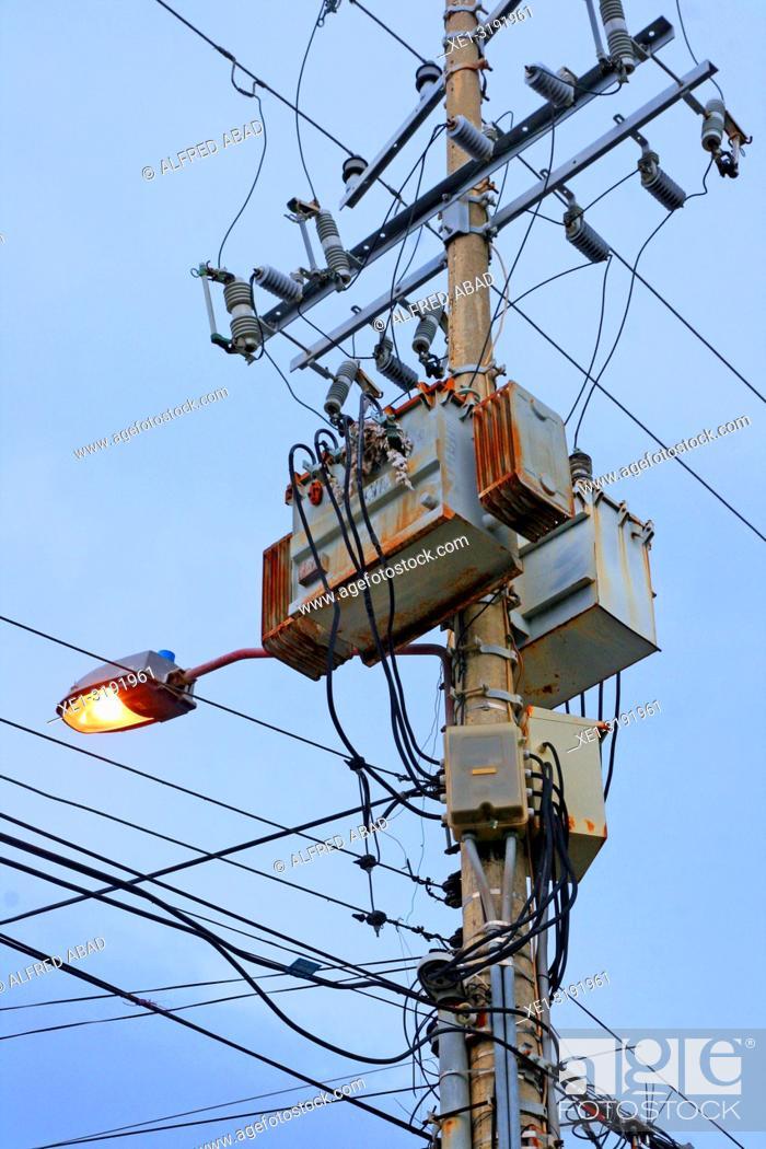 Imagen: streetlight and electric transformer, Cartagena de Indias, Colombia.