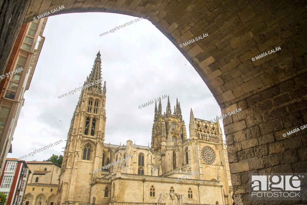 Imagen: The cathedral from Santa Maria arch. Burgos, Spain.