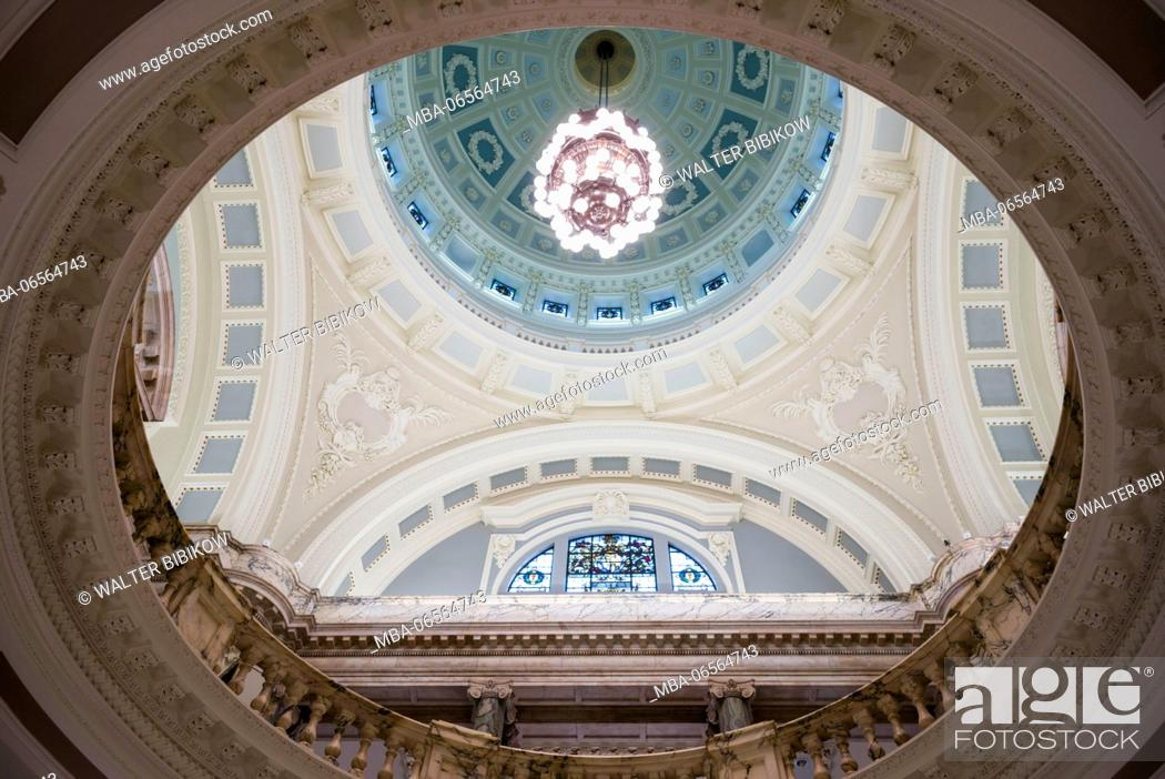 Stock Photo: UK, Northern Ireland, Belfast, Belfast City Hall, interior, dome.