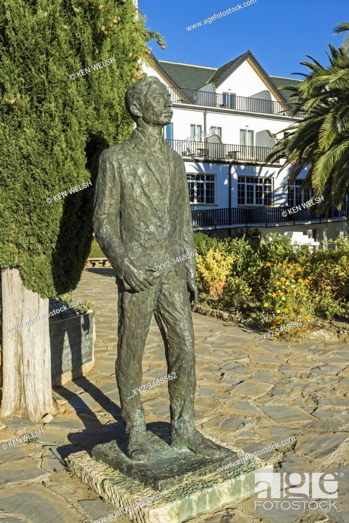 Photo de stock: Sculpture of Bohemian-Austrian poet Rainer Maria Rilke, 1875 - 1926 by Spanish sculptor Nicomedes Díaz Piquero, 1936 - 2017.