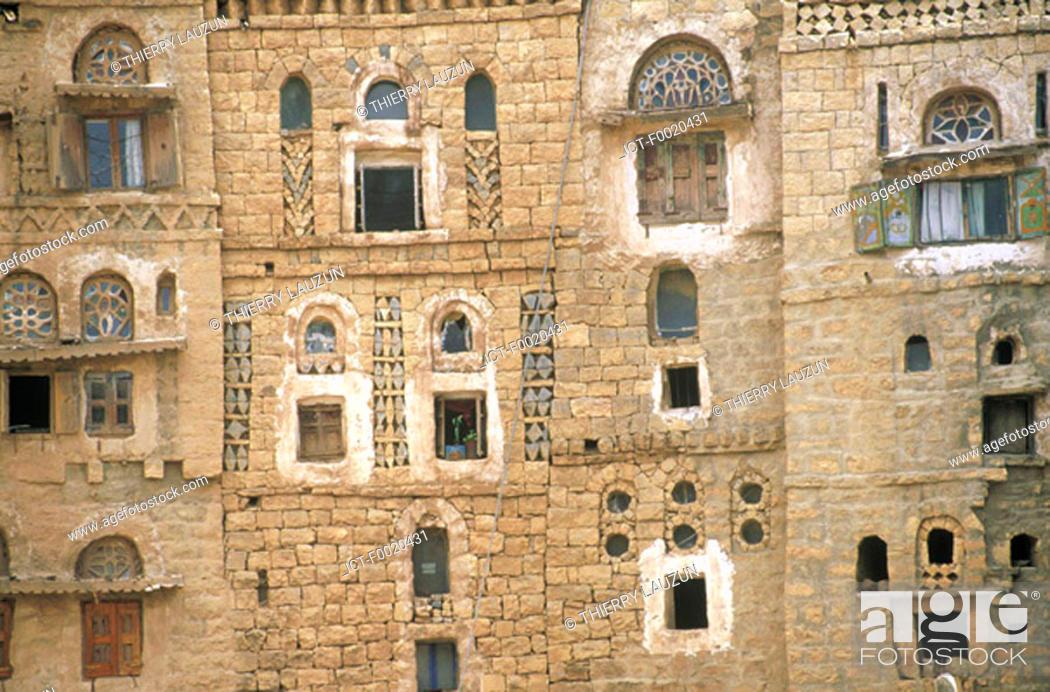Stock Photo: Yemen, Hababa, house built in adobe.