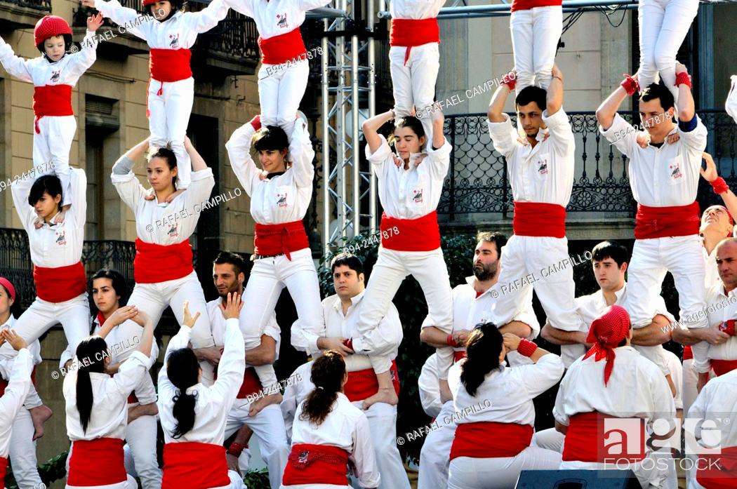Imagen: Castell, human towers. February 12, Falcons group. Celebration of Saint Eulalia martyr, 290-303 AD. Canonized 633 AD. Copatron of Barcelona.