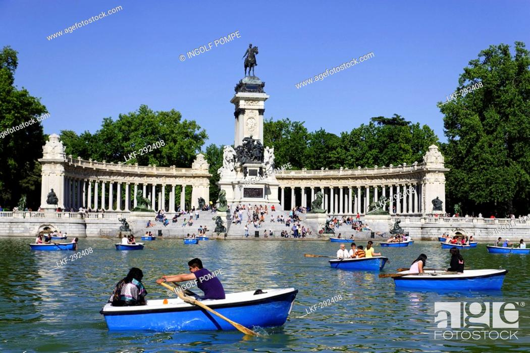 Photo de stock: People relaxing near Monument to Alfonso XII, Parque del Buen Retiro, Madrid, Spain.
